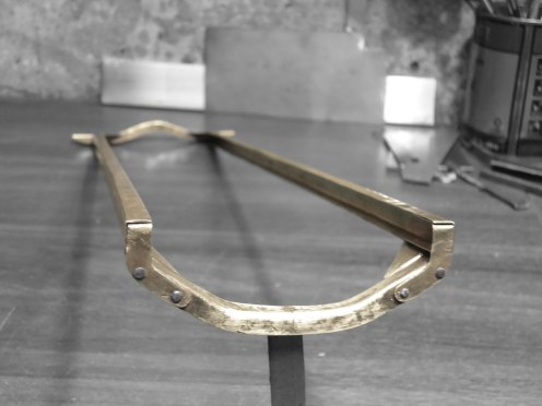 Chasis terminado. Soldado y remachado - Finished chassis. Welded and riveted
