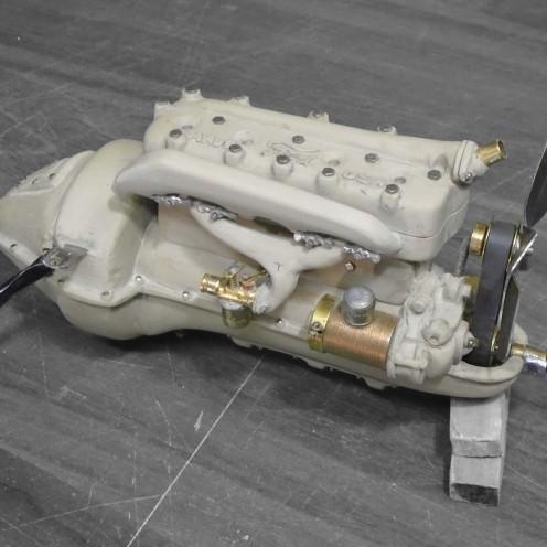 Motor en epoxi terminado. Vista izquierda - Epoxy engine finished. Left view
