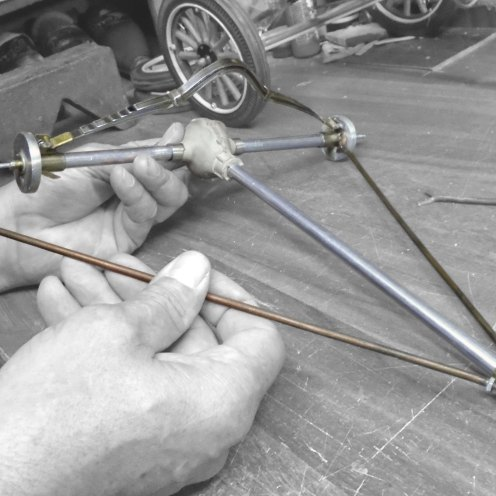 Armando los tensores del diferencial - Starting with the rear axle radius rods