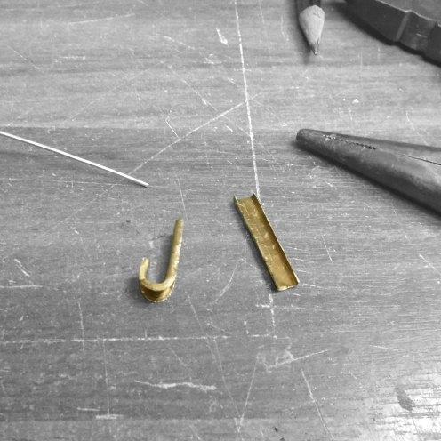 Dando forma a los pasadores de la varilla de freno - Shaping the brake pull rod clips