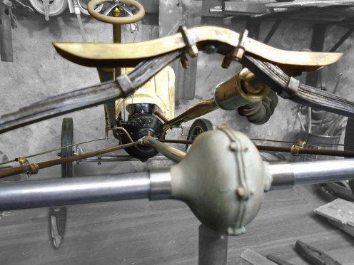 Caño de escape y abrazadera de elástico terminado - Exhaust pipe and spring clips finished