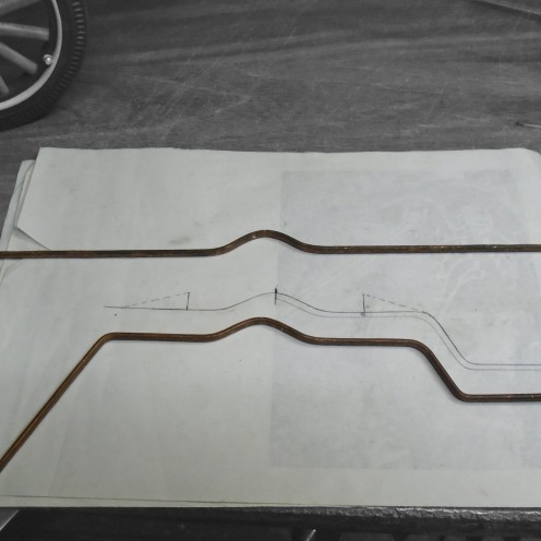Doblando el soporte de los estribos - Bending the running board brackets