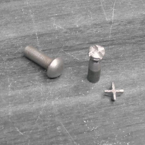 Limando los remaches para hacer la tapa - Filing rivets to make radiator cap
