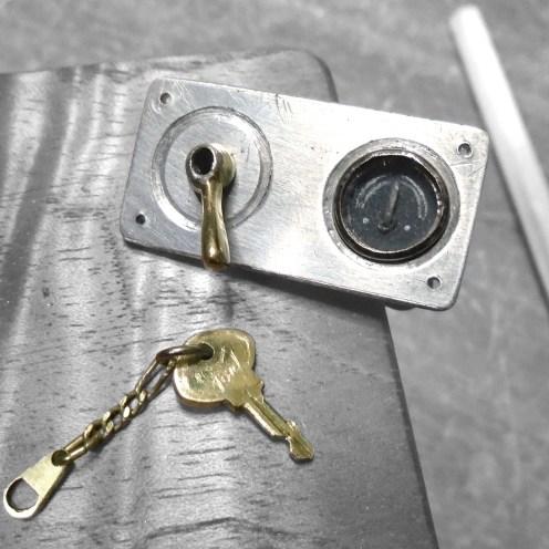 Switch de encendido, amperímetro y llave terminados - Ignition switch, ammeter and key finished