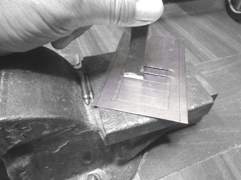 Comenzando con el capó. Cortando las salidas de aire - Starting with the hood. Cutting the louvers