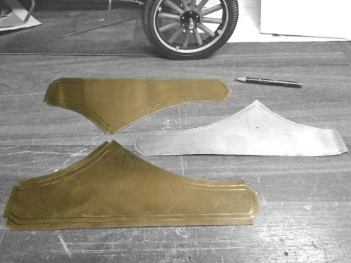 Transfiriendo medidas a una chapa de bronce - Transferring measurements to a piece of sheet brass