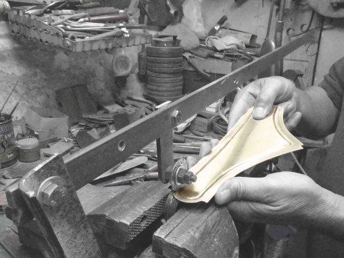 Marcando los guardabarros - Engraving the fenders