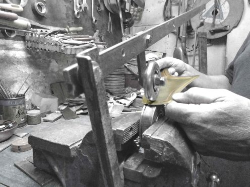 """Trabajando con la """"mini"""" rueda inglesa - Working with the """"mini"""" english wheel"""